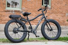 One of the hottest new trends in electric bikes is Fat Electric Bikes. Fat bikes are bicycles with tires that are 3.5 inches wide or wider. #fatbike #bicycle