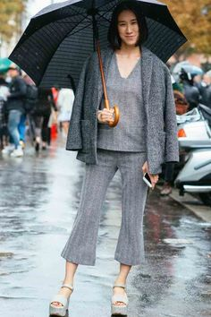 Pin for Later: The Best Street Style From All of Paris Fashion Week Paris Fashion Week, Day 7 Eva Chen. Star Fashion, Paris Fashion, Fashion News, Fashion Trends, Cool Street Fashion, Street Chic, Eva Chen, Grey Outfit, Street Style Looks