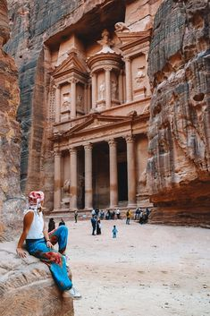 20 Essential Things To Know Before Visiting Petra In Jordan - - Planning a visit to Petra in Jordan? Read these 20 top tips first. You will discover all the essential things you need to know before visiting Petra. Places To Travel, Places To Visit, Travel Destinations, City Of Petra, Jordan Photos, Jordan Travel, Israel Travel, Grand Teton National Park, National Geographic