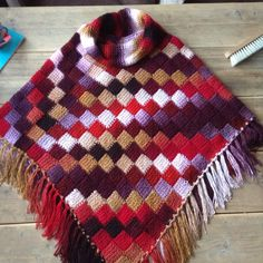Poncho tunish entrelac crochet. No pattern