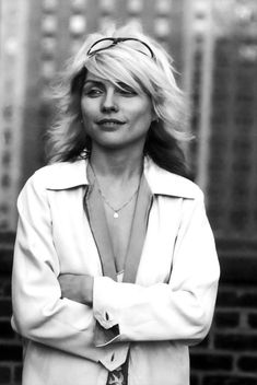 a london exhibition shows debbie harry in a new light Blondie Debbie Harry, Debbie Harry Hot, Debbie Harry Style, Patti Smith, Iconic Women, Famous Women, Famous People, Alice Cooper, Best Of Blondie