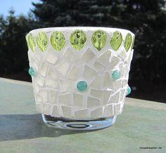 Windlicht aus Joy-Glas und Schmucksteinen - gefertigt von www.moasikkasten.com