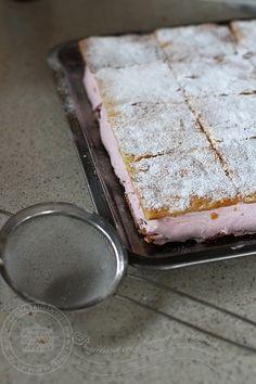 Prajitura cu spuma de capsuni   Laura Laurențiu Romanian Food, Banana Bread, Recipies, Sweets, Cakes, Desserts, Pie, Recipes, Sweet Pastries