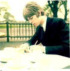 David Bowie writing left handed.