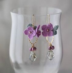 Another reason to start learning to embroider: knitted earrings in . - Another reason to start learning to embroider: knitted earrings combined with Swarovski stones. Crochet Necklace Pattern, Crochet Jewelry Patterns, Crochet Flower Patterns, Crochet Accessories, Handmade Accessories, Crochet Flowers, Earrings Handmade, Handmade Jewelry, Tatting Lace