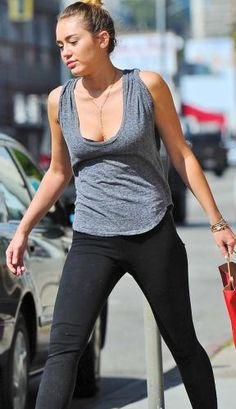 Miley Cyrus in the hood #miley #cyrus #mileycyrus #celebrity