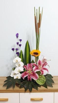 Flower Arrangement, Floral Arrangements, Hedwig, Funeral Flowers, Ikebana, Altar, Flower Designs, Beautiful Flowers, Orchids