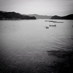 小舟と島陰五島の海 #goto #nagasaki #monochrome #fujifilm #xe2 #SINTO