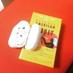 やっと届いた AirPods アメスピと比べるとサイズ間わかりますが思ったより相当小さいよ(රර) #airpods #アメリカンスピリット