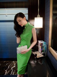Sleeveless Qipao / Cheongsam Dress with Keyhole Front