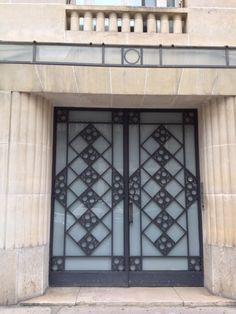 Entrance Door 30's in Paris www.bullesconcept.com