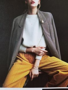 Hard to put your finger on chic :) Style over 45 styling tips oversized tweed blazer contrasting colors