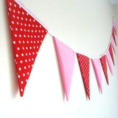 Cat Taylor Design: Fabric Bunting Tutorial