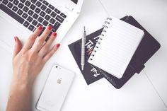Olá pessoal!! Cuidar da casa, do trabalho e de você e ser boa nessas três coisas é perfeitamente possível se você estiver munida de uma agenda e uma lista de tarefas. Para melhorar a organização, s…