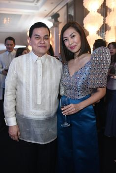 Liz Uy and Ben Chan at the Bench Terno Ball. Modern Terno by Hannah Adrias. Ben Chan, Liz Uy, Modern Filipiniana Dress, Philippines Culture, Couture Sewing, Fashion 101, Costumes For Women, Traditional Dresses, Barot Saya