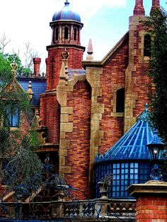 The Haunted Mansion Liberty Square Magic Kingdom Walt Disney World Bay Lake Florida Disney Rides, Disney Parks, Walt Disney World, Walt Disney Imagineering, Park Resorts, Park Around, Disney Magic Kingdom, Disney Aesthetic, Tokyo Disneyland