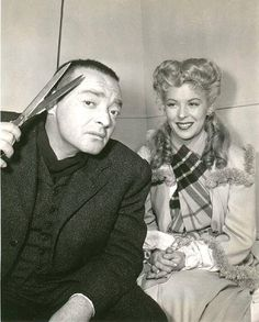 Peter Lorre and co-star Andrea King on the set of The Beast With Five Fingers Classic Horror Movies, Classic Movie Stars, Classic Films, Golden Age Of Hollywood, Classic Hollywood, Old Hollywood, Peter Lorre, Crime Film, Sydney