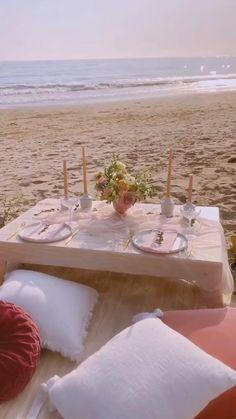 Backyard Birthday, Backyard Picnic, Picnic Birthday, Birthday On The Beach, Beach Dinner, Beach Picnic, Summer Picnic, Fall Picnic, Romantic Picnic Food