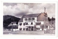 BC – CLINTON, New Cariboo Lodge, Sandy's Sport Shop, Union 76 Pump c.1940s RPPC