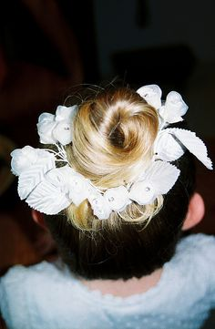 flower girl hair, flower girls