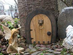 Une porte de fée / Gnome porte qui s'ouvre.  9 par NothinButWood