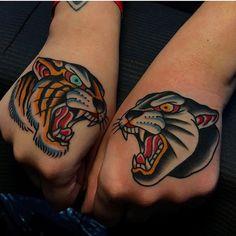 Big cats hands! By @samuelebriganti done at @londontattooconvention #boldwillholdfirenze #boldwillhold #samuelebriganti #traditionaltattoo #handstattoo #traditionalartist #sunskintattoomachines #magicmoonneedles #tattoodoambassador #stencilstuff