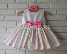 Para o tema arco íris, a mamãe Fátima nos pediu uma estampa com esta, para compor o vestido que ela desejava! Conseguimos só um pedac...