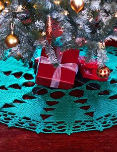 Free crochet pattern from Bernat. A Christmas Tree Skirt made of tree motifs! Pattern has a chart. They also sell a kit but the pattern is free and downloadable.