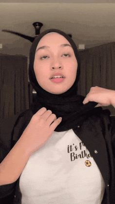 Hijab Teen, Arab Girls Hijab, Muslim Girls, Hijab Casual, Hijab Chic, Beautiful Muslim Women, Beautiful Hijab, Hijabi Girl, Girl Hijab