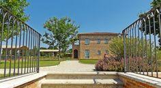 Booking.com: Casa Vacanze La Fiorita - Terontola, Italia Edging Plants, The Province, Fruit Trees, Hedges, Shrubs, Countryside, Farmhouse, Mansions, House Styles