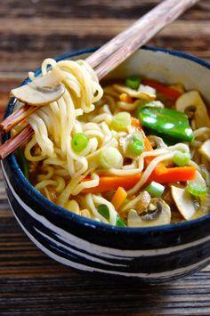 Ramen Recipes for Dinner - Pretty Designs Japanese Ramen Noodles, Ramen Noodle Bowl, Ramen Noodle Recipes, Soup Recipes, Vegetarian Recipes, Cooking Recipes, Healthy Recipes, Recipies, Hot Pot