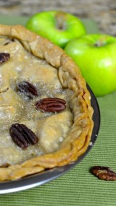 Jerry's Drive in Apple Pie, make this wonderful apple pie with pecans and a wonderful sweetened sauce.  Recipe from CopyKat.com #copycat #apple #pie Fruit Recipes, Dessert Recipes, Desserts, Pie Crust With Butter, French Apple Pies, Cream Gravy, Sugar Icing, Apple Filling, Pie Plate