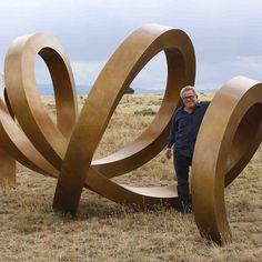 Sculptor Gino Miles