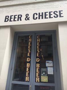 Cerveja e Queijo são dois dos grandes amores da minha vida. Eu Poderia morar, trabalhar ou ser dona desta loja em NY. Toda vez que estou no Chelsea eu faço uma visitinha. Muita gente acha que queijo combina mais com vinho, já eu acho este casamento mais que perfeito. Fica a dica pra quem concorda comigo.