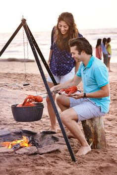 Lobster boil on the Beach. How to experience Prince Edward Island like a true Islander via Canadian Traveller Magazine. #play #local #do #see #princeedwardisland #pei #explorepei #activities #authentic #eat #taste #beach #lobster #seafood #gastronomy #recreation ©Tourism PEI / Y.Duivenvoorden