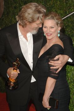 Actor Jeff Bridges and wife Susan arrive at the 2010 Vanity Fair Oscar Party hosted by Graydon Carter held at Sunset Tower on March 2010 in West Hollywood, California. Jeff Bridges Wife, Jeff Bridges Young, Hollywood Couples, Hollywood Walk Of Fame, Celebrity Couples, West Hollywood, Graydon Carter, The Big Lebowski, Oscar Winners