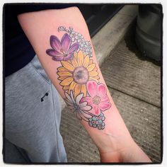 Spring mix for Addy! 🌸🌼🌷🌻💐#floraltattoo #pdxtattoo #pdx #kenton @blueoxtattoo