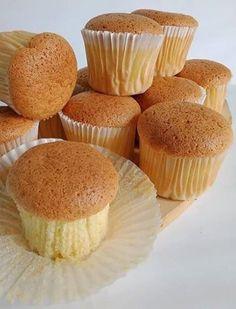 Sponge Cupcake Recipe, Sponge Cake Recipes, Cupcake Recipes, Dessert Recipes, Cookie Desserts, Sweet Desserts, Delicious Desserts, Mini Cakes, Cupcake Cakes