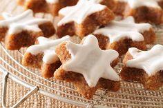 Bake up some of these easy-to-make Gingerbread Cookies this holiday season – they make for a perfect festive snack or deliciously different gift. Cookie Desserts, No Bake Desserts, Cookie Recipes, Dessert Recipes, Holiday Desserts, Ginger Bread Cookies Recipe, Yummy Cookies, Jello Cookies, Star Cookies