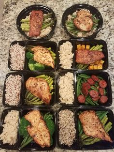 First week Meal-Prepping. But with cauliflower rice Lunch Meal Prep, Meal Prep Bowls, Healthy Meal Prep, Healthy Snacks, Healthy Eating, Healthy Recipes, Fitness Meal Prep, Healthy Breakfast For Weight Loss, Keto Snacks