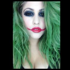 Hey guys here is a very easy and fast way to be a Joker girl if you don't have a costume. You can just use the lightest foundation you have and whatever make. Joker Make-up, Joker And Harley Quinn, Halloween Diy, Halloween Makeup, Halloween Costumes, Girl Joker Makeup, Joker Costume, Diy Makeup, Makeup Ideas