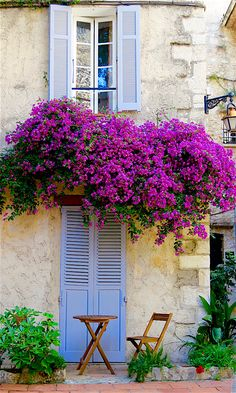 There are so many scenic towns to visit in the South of France, the beautiful French Riviera. This photo of Antibes says it all.