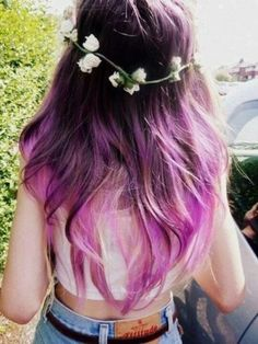 I love this dark purple to light purple ombre. Really pretty with the flowers too.
