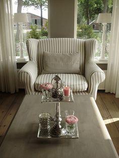Riviera Maison Love Seat; de roze accessoires hadden weggelaten mogen worden.