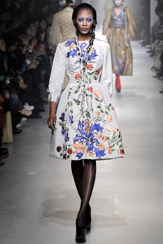 """timeless-couture: """" Vivienne Westwood Fall/Winter at Paris Fashion Week See my favorite looks of this collection here Check the highlights of this season """" Fashion Week, Fashion Art, Fashion Brands, Fashion Show, Fashion Design, Floral Fashion, Fashion History, Style Couture, Couture Fashion"""