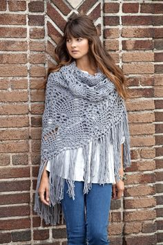 Sidewalk shawl free crochet shawl pattern calls for 6 balls of Bamboo Ewe by Debbie Stoller Stitch Nation and an H hook. Poncho Au Crochet, Pull Crochet, Mode Crochet, Crochet Diy, Crochet Shawls And Wraps, Crochet Scarves, Crochet Crafts, Crochet Clothes, Lace Shawls