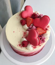 Happy Valentine& Day ❤️😘 To all love❤ ¸ . - Happy Valentine& Day ❤️😘 To all love❤ ¸ …- Happy Valentine& Day❤️😘 T - Cupcakes, Cupcake Cakes, Pretty Cakes, Beautiful Cakes, Bakery Recipes, Dessert Recipes, Chocolate Bonbon, Party Food Platters, Valentine Cake