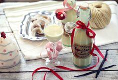 Vaječný likér s vanilkou Glass Of Milk, Wine, Bottle, Drinks, Christmas, Drinking, Yule, Beverages, Xmas