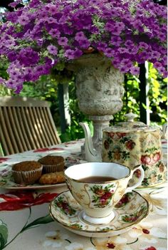 Oh how beautiful!! I would be overjoyed if someone set out tea like this for me!