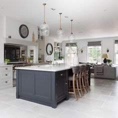 Open Plan Kitchen Diner, Open Plan Kitchen Living Room, Kitchen Family Rooms, Updated Kitchen, Home Decor Kitchen, Kitchen Interior, New Kitchen, Home Kitchens, Kitchen Dining